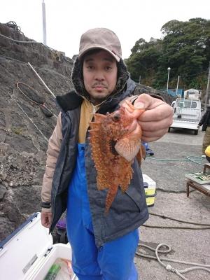 3月10日午前船・仕・オニカサゴ狙い<br><br> オニカサゴ 25~37cm 0~4尾(0は1人)。他、カンコとアヤメカサゴ数尾ずつにヤマヒメとムシガレイと中サバ混じった。前半は順潮の流れがありボチボチ順調にヒットしたが、時間と共に潮の動き鈍りボーズ抜けとはいかなかった。鈴木氏、ヤマヒメ(ハオコゼの仲間)ゲットで緑龍會初獲物賞500pt獲得!<br><br> <p> </p><br> 本日の得点<br><br>         緑龍杯     S/P<br><br> 会長  956         18<br><br> 日吉  192         14<br><br> 菊地  102         12<br><br> 松原  371         16<br><br> 鈴木 1320        20